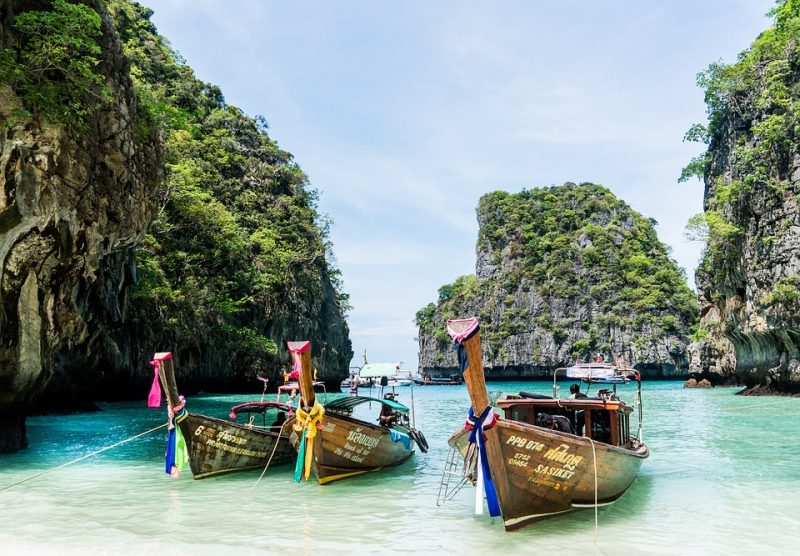Куда поехать в октябре: 5 вариантов пляжного отдыха
