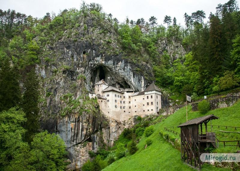 Замок в скале, Словения