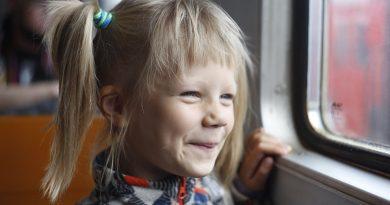 Чем занять ребенка в дороге: 7 простых советов