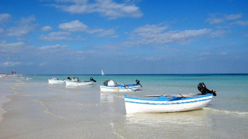 Куда поехать в сентябре: провожаем лето на пляже