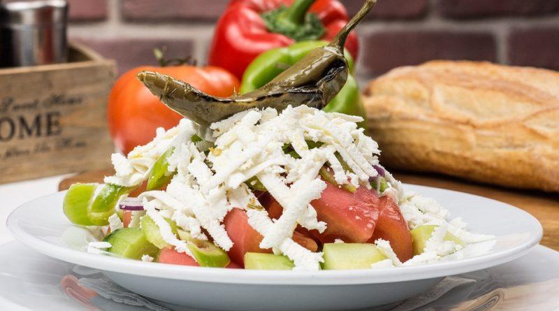 Шопский салат что попробовать в Болгарии
