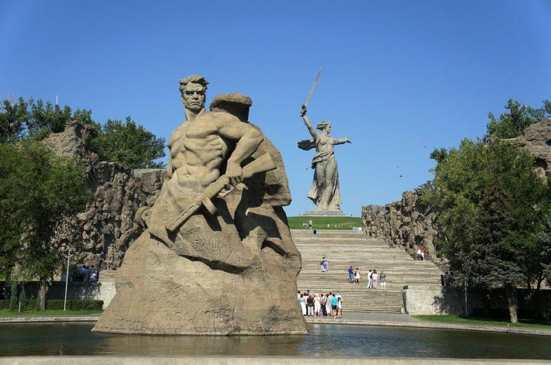 10 впечатляющих памятников героям Великой Отечественной войны