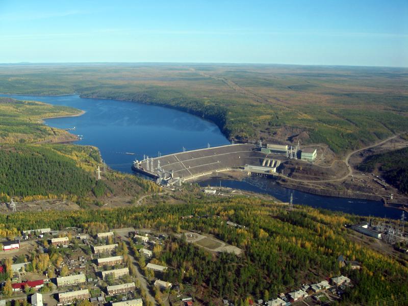 Фото: https://ru.wikipedia.org/wiki/Вилюй#/media/Файл:Vilyuy_River_Dam_Chernyshevsky.jpg